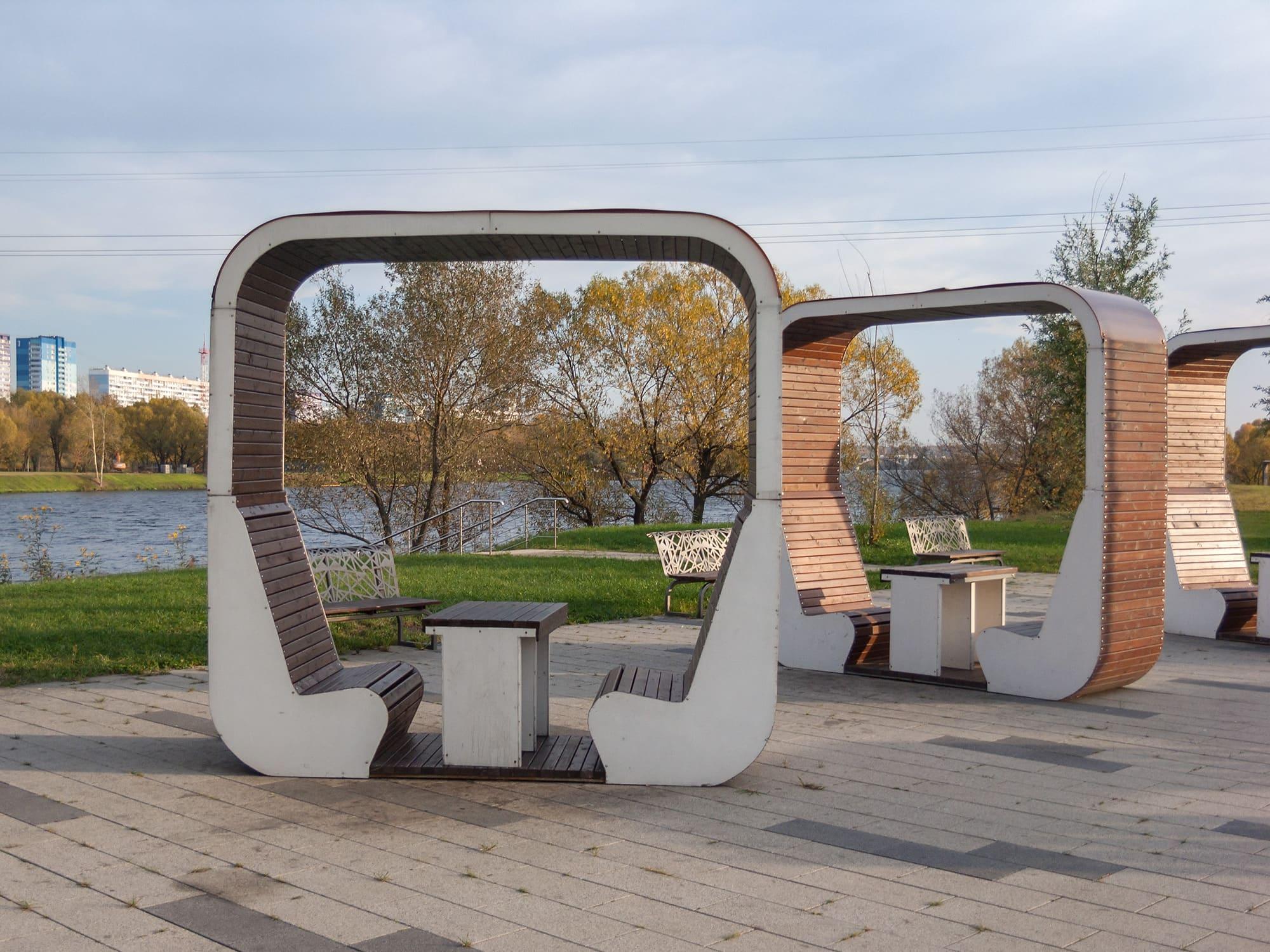 """Скамейки в парке """"Братеевская пойма"""""""