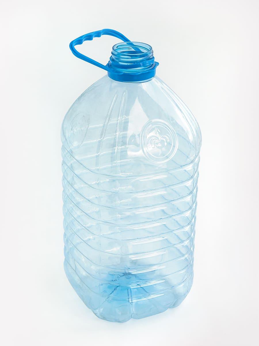 Пустая 5-литровая бутылка из-под питьевой воды