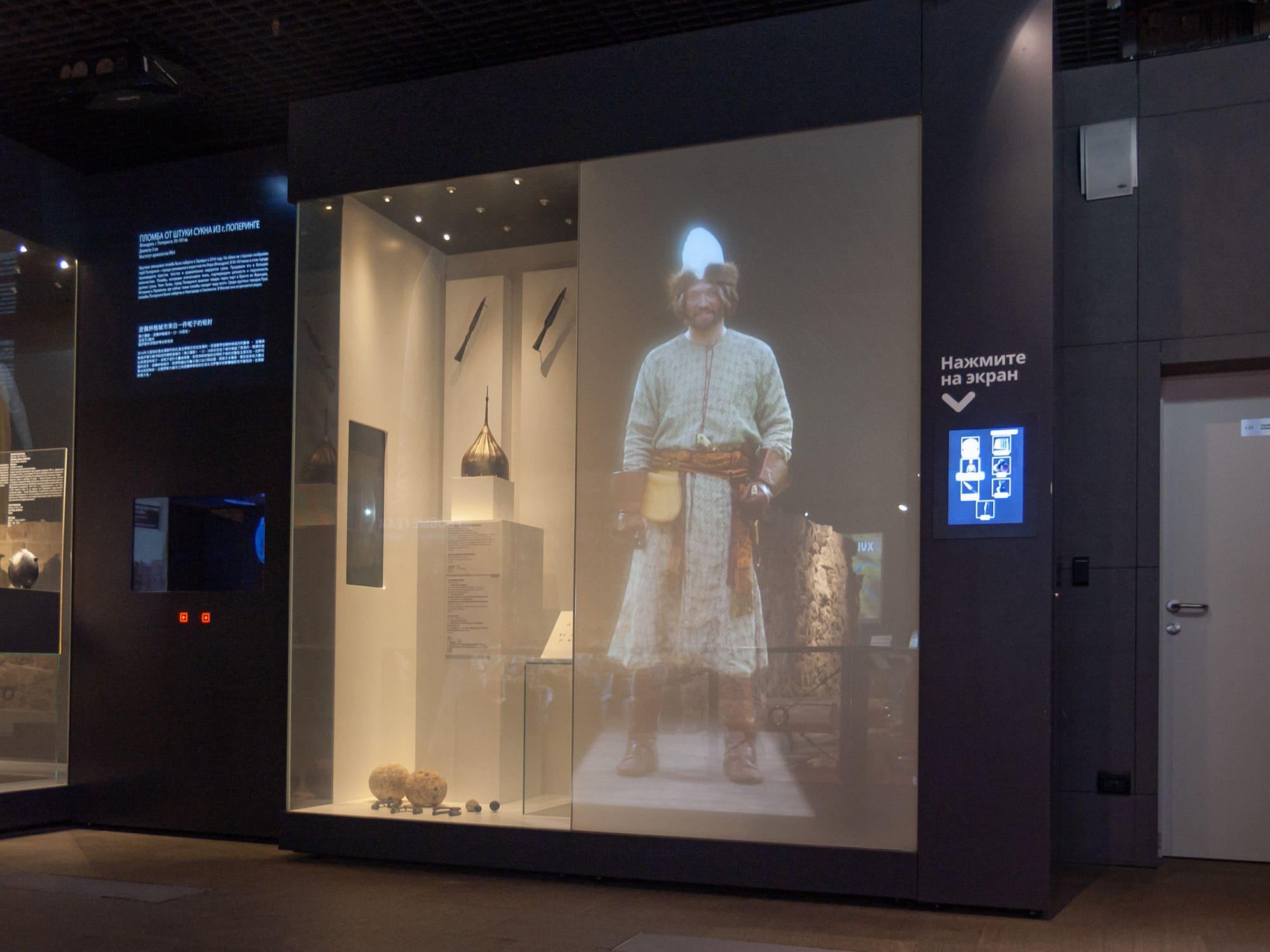 Интерактивный шкаф-телевизор в Подземном парке Зарядье